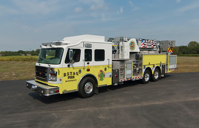 BST&G Fire District L-351 2013 Rosenbauer Commander EXT 2000-300 100' e